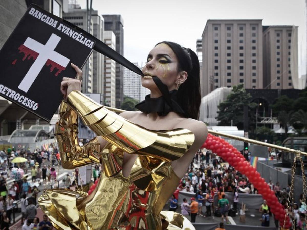 Homosexuales se burlan de la Biblia y insultan el Evangelio: SODOMA EN BRASIL