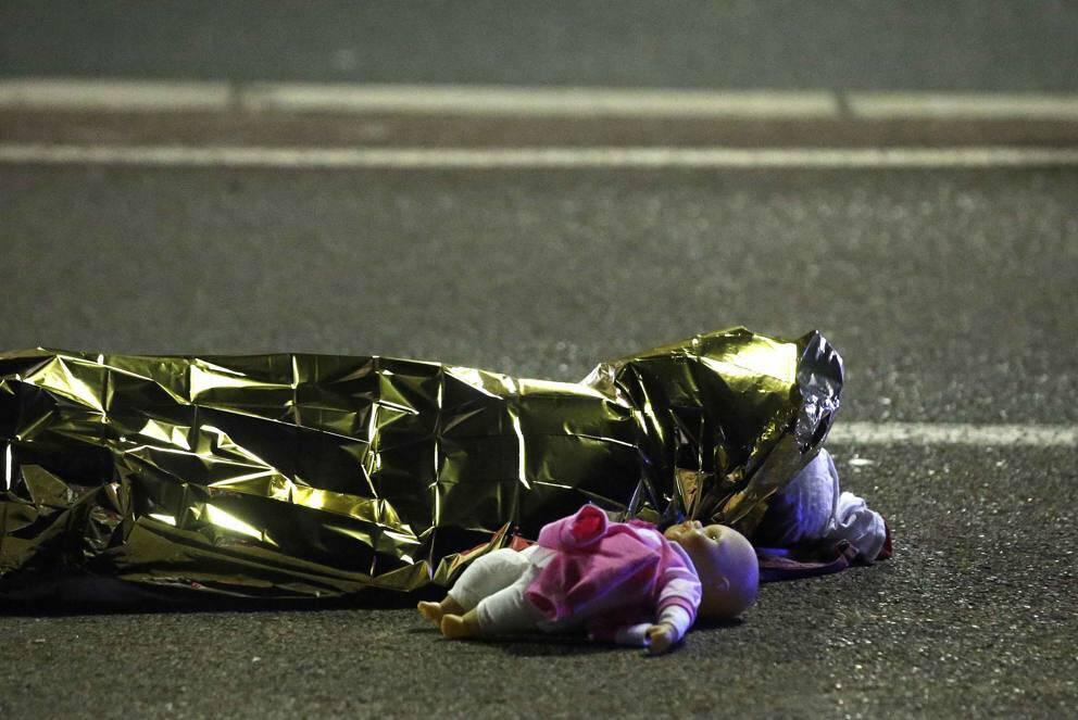 TERRIBLE ATENTADO DEL ISIS A NIZA EN FRANCIA