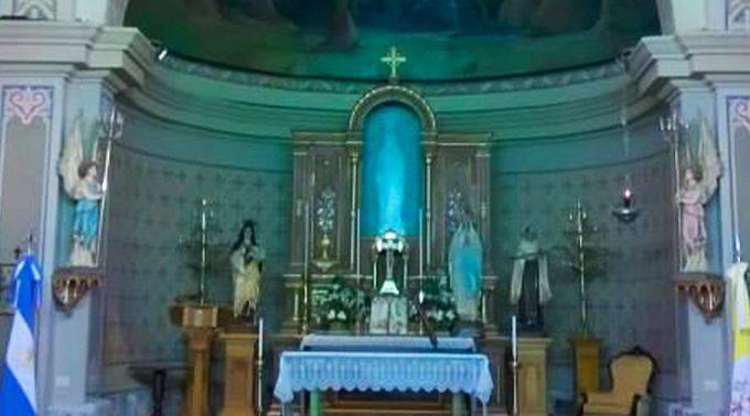 La estatua de la Virgen no està pero todos la ven:  Revuelta la Argentina