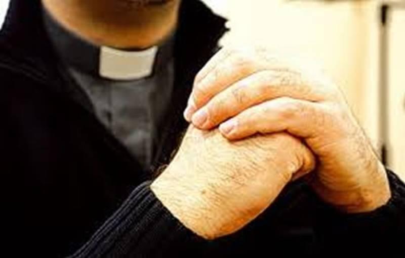 Como reconocer a un falso sacerdote: qué es necesario saber
