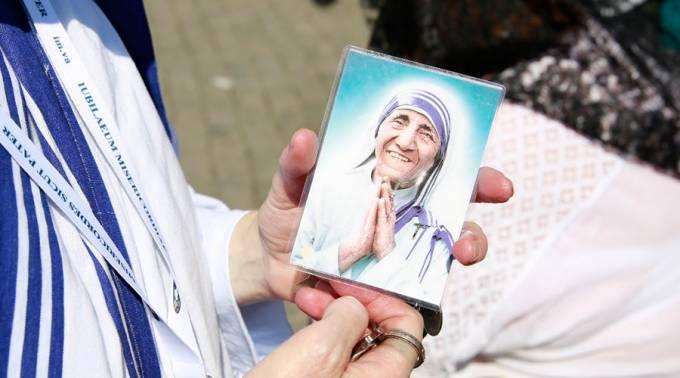 ¿Cómo conseguir una reliquia original de la Madre Teresa de Calcuta?
