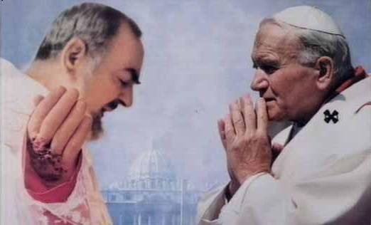 San Pio nunca dijo a nadie que llevaba un estigma más escondido, excepto al que sería futuro Juan Pablo II