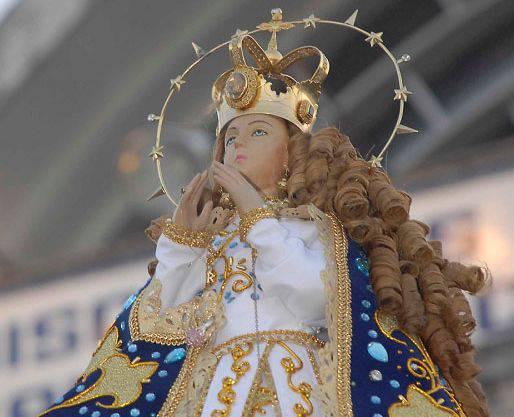 Doña Ángela, recorre a pie cerca de 85 kilómetros para llegar al santuario mariano.