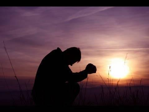 Cómo orar por las mañanas para atraer un gran día