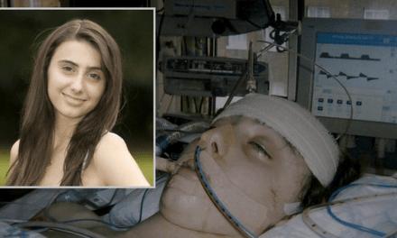 Ya clínicamente fallecida, la actriz de 15 años de Harry Potter recibe el bautismo y..