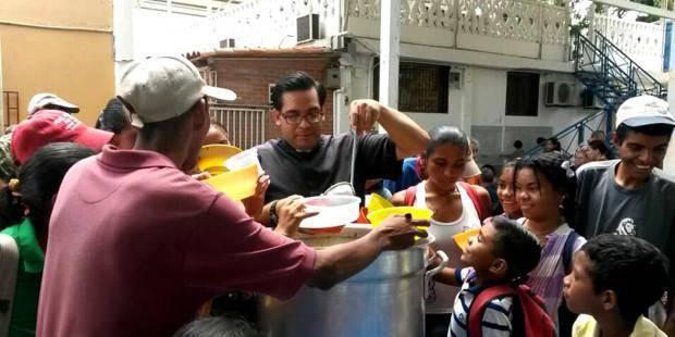 """Venezuela: ¿Un sacerdote """"multiplica los panes"""" en plena crisis?"""