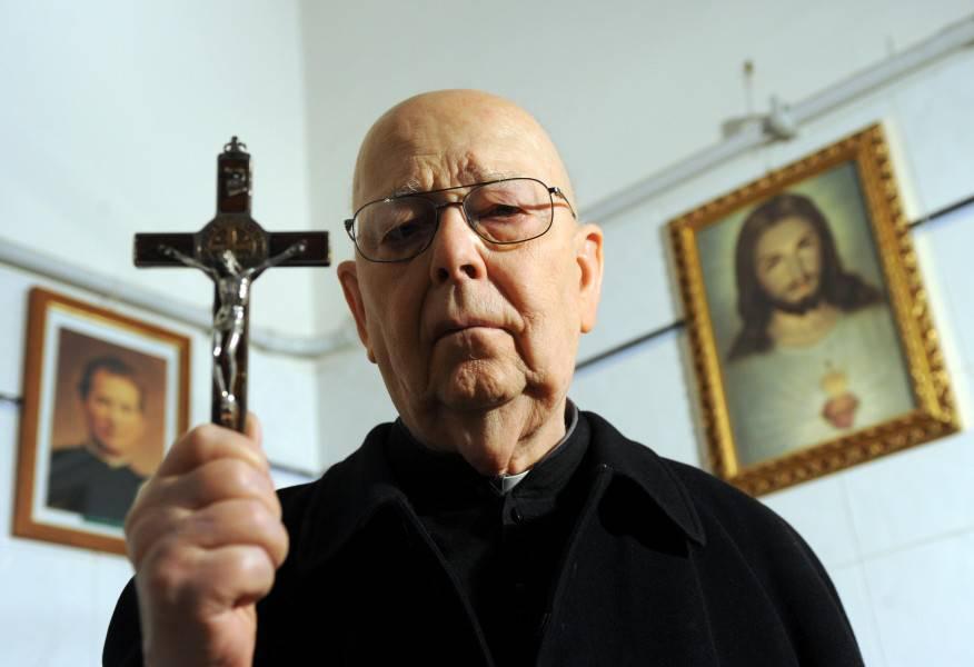 Los asombrosos diálogos entre el diablo y padre Gabriele Amorth, exorcista del Vaticano