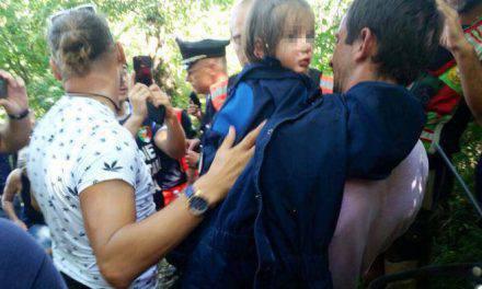 Niña de tres años dispersada en los bosques. La Virgen me ha cubierto con su manto