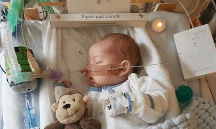 """Muere el bebé Charlie Gard: """"Nuestro niño se ha ido"""""""