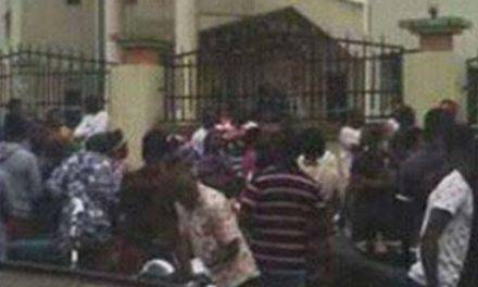 Acontecimiento shock: hombre armado ataca iglesia en Nigeria