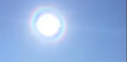 Increíble! En Medjugorje, aparece el arco iris alrededor del sol durante la bendición al final de la misa. VÍDEO
