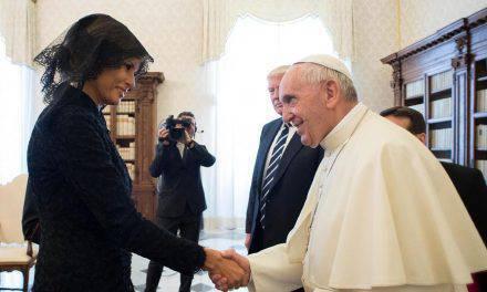 Solamente 7 mujeres en el mundo pueden vestir de blanco delante del Papa