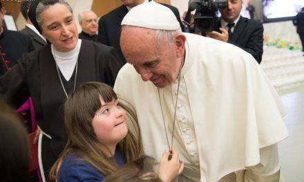 El Papa denuncia los intentos de suprimir niños antes de nacer por tener deformaciones