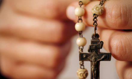 Cada Ave María del rosario es para mí un golpe en la cara. Si los cristianos conocieran el poder del rosario, sería mi fin