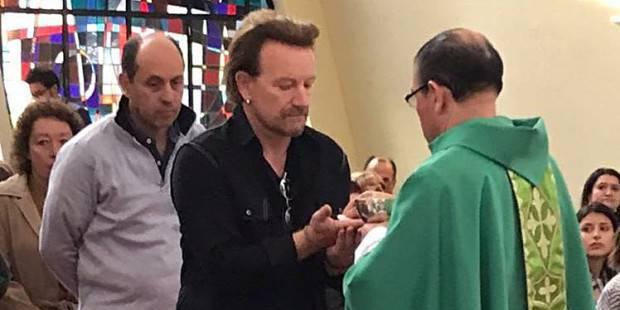 La 'sorpresa' de Bono (U2) a los fieles de una parroquia en Bogotá. FOTO
