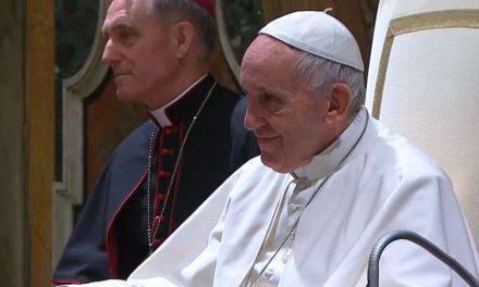 Coro emociona al Papa Francisco con canción de Navidad. Video