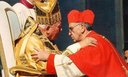 Hace 17 años San Juan Pablo II creó cardenal al ahora Papa Francisco. VIDEO