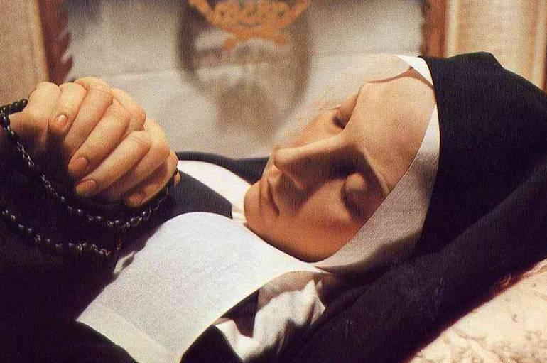 ¿Estás sufriendo? Reza esta oración de Santa Bernadette