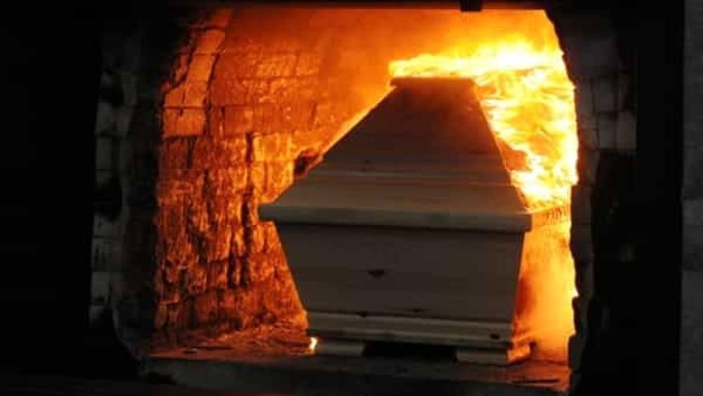 ¿El Vaticano prohíbe la cremación? (VIDEO)