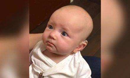 La tierna reacción de Charly, una bebé sorda, al escuchar por primera vez la voz de su madre. VIDEO