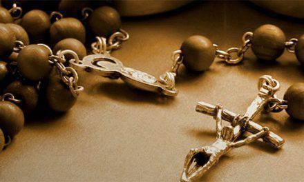 Después de conocer estas 3 formas de usar tu rosario, no vas a querer soltarlo más