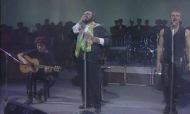 Pavarotti y Sting sorprendieron con el himno a Jesús Eucaristía. VIDEO