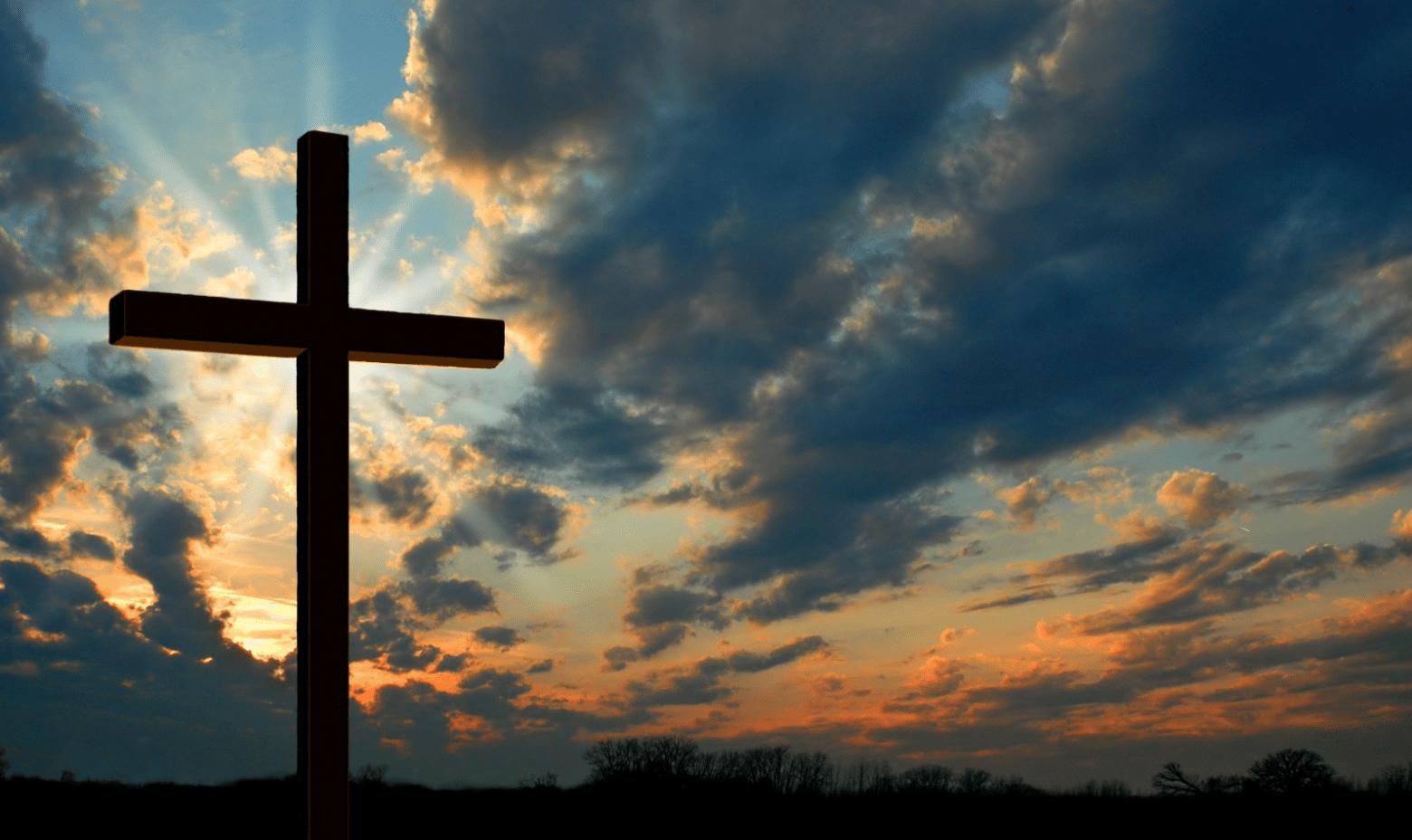 Reza esta poderosa oración ante el crucifijo