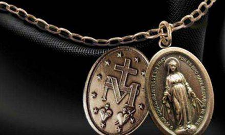 Conoce el significado que encierra cada detalle de la medalla milagrosa