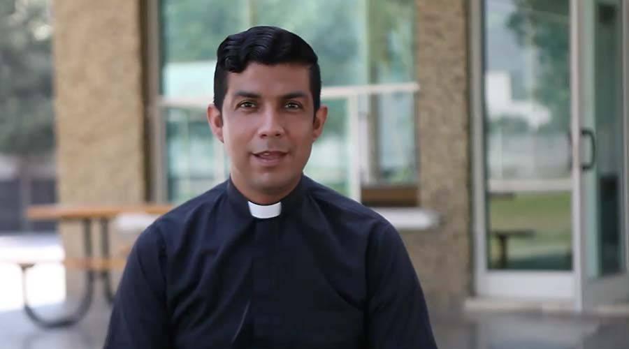 Joven dejó las pandillas y será ordenado sacerdote dentro de una cárcel
