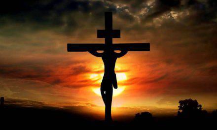 "Presidente ofende a católicos al llamar a Dios ""estúpido"""