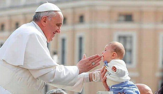 Papa Francisco sobre el aborto: Es lo mismo que hacían los nazis pero con guantes blancos