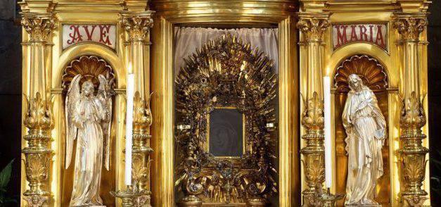 Una Virgen sonriente se formó en el cristal, ¡sin explicación!