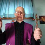 Video shock: el exorcismo del Padre Amorth que hace temblar al diablo – VIDEO